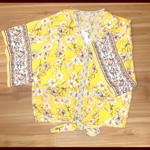 Woman's short sleeve top dressy/casual